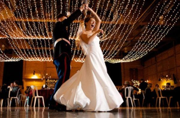 Dansatori salsa nunta